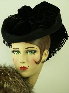 VINTAGE HAT 1940s BLACK FELT & VELVET TILT HAT MAGNIFICENT TRAILING BOW & HATPIN