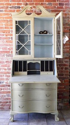 A beautiful secretary finished in Versailles and Duck Egg Blue Chalk Paint® decorative paint by Annie Sloan Pretty background color. Chalk Paint Furniture, Furniture Projects, Furniture Makeover, Diy Furniture, Desk Makeover, Furniture Chairs, Furniture Design, Repurposed Furniture, Vintage Furniture