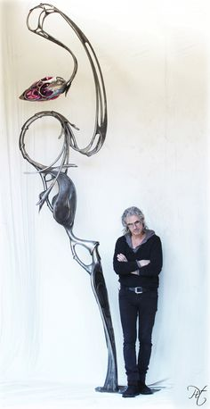 """El escultor cinético Patrice """"Pit"""" Hubert es un artista francés autodidacta reconocido por su arte cinético y sus elaborados """"Kineti..."""