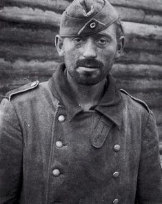 German soldier after the heavy fightings of Yelnya/Russia (August 30 – September 8, 1941).