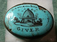 AN 18thC GEORGIAN BILSTON ENAMELS OVAL PATCH BOX WITH MIRROR INSIDE HINGED LID