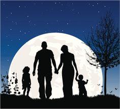 Jovem família na noite, em silhueta contra a Lua - ilustração de arte em vetor