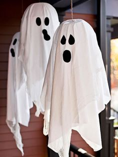 If you're looking for an easier ghost project, look no further than these cheesecloth ghosts from Crafts Unleashed. For this project you'll need: cheesecloth, Styrofoam balls, glue, thread, plastic water bottles