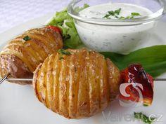 Recept na pečené brambory s výborným dresinkem z podmáslí, majonézy a  medvědího česneku.