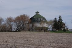 More barns from Illinois.  I love seeing the barns and farms of our country.