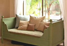 I want to make this!  DIY Furniture Plan from Ana-White.com  This beautiful daybed will surprise you with it's easy to build plan. Features scalloped edges, moulding on the inside and out and finials. Easy to modify to a full size.