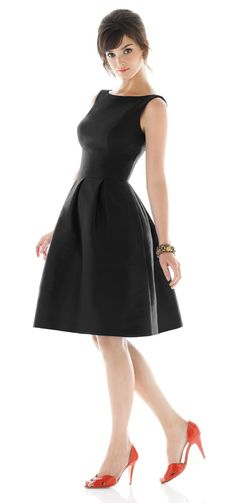 This reminds me of Audrey Hepburn's dress in Sabrina...I love it!! <333 Def filing this away