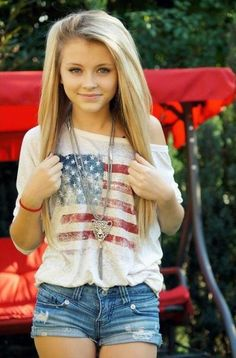 cute 4th of July outfit and love the hair!