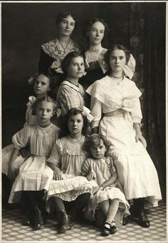 A portrait of a Mother and her seven daughters don't often see people in these old photos that are beautiful by modern standards. These girls are unusually beautiful. Hard to guess which one is the mother. Antique Photos, Vintage Pictures, Vintage Photographs, Old Pictures, Vintage Images, Old Photos, Vintage Family Photos, Vintage Children Photos, Free Photographs