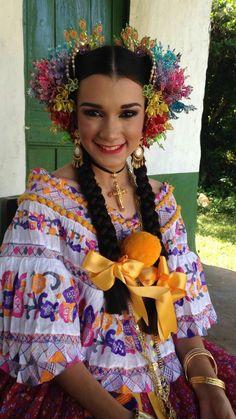 Nataly de los Ángeles Díaz Saavedra. REINA DEL LXVI Festival Nacional de la Mejorana en Guararé. Provincia de Los Santos. 2016.