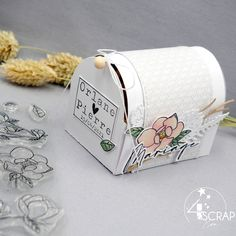 """Eva: #Tampons et #matrices de coupe #dies #4enSCRAP """"#Boite #cadeau"""" #scrapbooking Pi Pie, Tampons, Decorative Boxes, Container, Scrapbooking, Cutaway, Newlyweds, Customized Gifts, Birthday"""