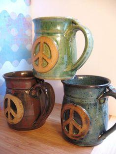 Peace Sign coffee mugs Hippie Peace, Hippie Love, Hippie Art, Hippie Style, Boho Hippie, Bohemian, Hippie Things, Hippie Vibes, Boho Style