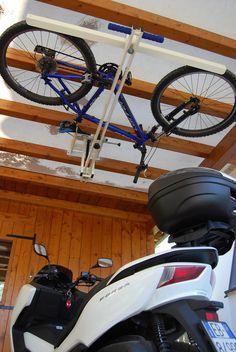 flat-bike-lift wurde entwickelt, um Ihr Fahrrad über dem Auto zu halten, zwischen dem Dach und der Decke des Raumes, damit der normalerweise besetzte Raum auf dem Boden oder an der Wand frei bleibt.
