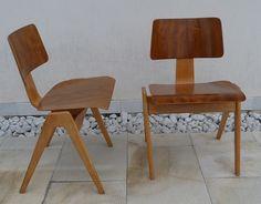 Sillas inglesas de Robin Day de 1950-51 de madera de cerezo.