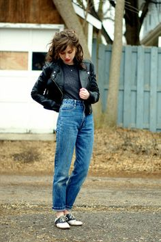 blue vintage Guess jeans 80s And 90s Fashion, Tomboy Fashion, Look Fashion, Retro Fashion, Modern 50s Fashion, Greaser Fashion, Black 80s Fashion, Fashion Vintage, Fashion Women