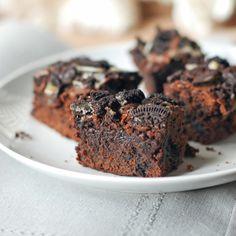 Fudgy Oreo Brownies | pinchofyum.com