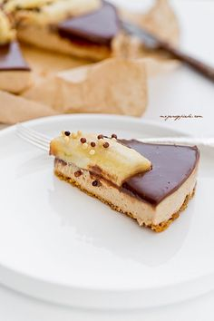 Nuts cheesecake with chocolate and banana