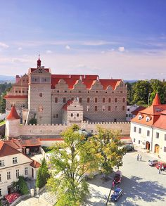 Horšovský Týn Renaissance Castle in West Bohemnia, Czechia. Historical Monuments, Historical Architecture, Beautiful Castles, Beautiful Places, Visit Prague, Central And Eastern Europe, Heart Of Europe, Excursion, Castle House