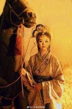 微博 Oriental Fashion, Asian Fashion, Chinese Fashion, Hanfu, L5r, China Girl, Body Poses, Chinese Clothing, Girl Swag
