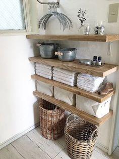味のある足場板をご存知の方も多いと思います。そのフリー板を使ってDIYしたタオル収納棚の紹介です。