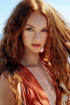 I'm in love with the natural beauty of freckles, and red hair and, if your here, you are too. I dye my hair red. Beautiful Red Hair, Gorgeous Redhead, Beautiful Freckles, Beautiful Women, Red Heads Women, I Love Redheads, Redheads Freckles, Red Hair Woman, Girls With Red Hair