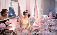 O sonho de toda debutante é ter seu dia de princesa. E que tal entrar de cabeça no clima de contos de fadas? Para te inspirar, selecionamos algumas festas que já apareceram aqui no blog e mais imagens para servir como referência para a sua festa de princesa.