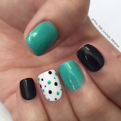 Black / Green dots nail art design