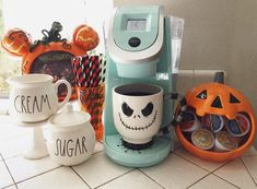 Perhaps it's Disney fans' creative souls that connect them to the beloved films and theme parks because after seeing how these hardcore Disney-lovers Spooky Decor, Halloween Home Decor, Diy Halloween Decorations, Fall Home Decor, Holidays Halloween, Happy Halloween, Scary Decorations, Halloween Witches, Disney Halloween