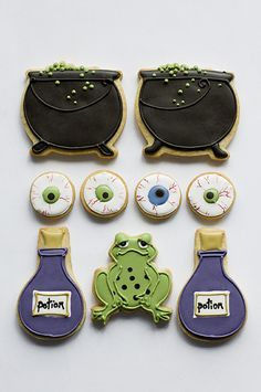 Witches Brew Halloween cookies from Juliet Stallwood. Fall Cookies, Iced Cookies, Cute Cookies, Royal Icing Cookies, Holiday Cookies, Cupcake Cookies, Halloween Sugar Cookies, Halloween Sweets, Halloween Goodies