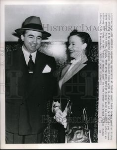 1951 Press Photo Mickey Cohen w/ wife Lavonne at Los Angeles Federal Court Mickey Cohen, Mobsters, Gangsters, Press Photo, Mafia, 1950s, Celebrities, Boys, Movie Posters