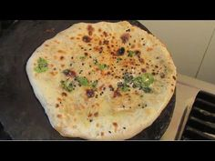 Indian Snacks, Indian Food Recipes, Naan Recipe Without Yeast, Naan Roti, Kulcha Recipe, Baking Soda, Snack Recipes, Oven, Cooking