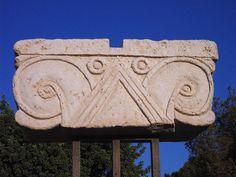 Proto-aeolic capitol c. 600 BC levant (Ramat Rahel )