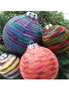 Knitting Pattern Christmas Baubles : 1000+ images about Christmas knitted decoration patterns on Pinterest Chris...