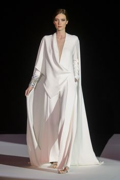 Stephane Rolland Spring 2018 Couture Fashion Show - The Impression Couture Fashion, Runway Fashion, Fashion Show, Womens Fashion, Fashion Design, Fashion Trends, Fashion Details, Cheap Fashion, Fashion Fashion