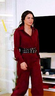 Sanem Aydın Outfits Fashion Tv, Boho Fashion, Winter Fashion, Fashion Outfits, Womens Fashion, Turkish Beauty, Turkish Fashion, Casual Outfits, Cute Outfits