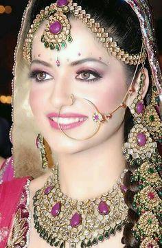 100 Most Beautiful Indian Bridal Makeup Looks - Dulhan Images Bridal Makeup Tips, Indian Bridal Makeup, Bridal Makeup Looks, Indian Bridal Wear, Indian Wedding Jewelry, Asian Bridal, Pakistani Bridal, Bride Makeup, Bridal Looks