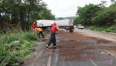 BARREIRAS: Motorista perde o controle e carreta sai da pista na Serra do Saco