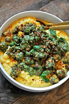 Vegan crispy pesto tempeh with Parmesan polenta is the best. Crisp little tempeh morsals, creamy vegan Parmesan polenta all topped with light and fresh pesto!