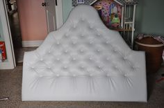 I LOVE this type of head board ! And it's DIY (: