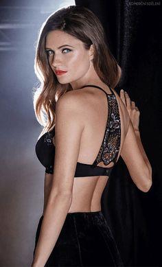 Limitovaná série této krásné podprsenky s krajkovou dekorací na zádech. Le Chaton