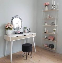Girl Room Decor Ideas - What things should you have in your bedroom? Girl Room Decor Ideas - How can I make my bedroom look more expensive? Room Ideas Bedroom, Home Decor Bedroom, Diy Home Decor, Interior Design Career, Interior Decorating Styles, Home Room Design, Girl Room, Decor Styles, Furniture