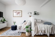 small apartment decorating 234890936802235754 - The Best Small Studio Apartment Decor Ideas To Be More Effective Source by injall Apartment Living, Studio Room, Home, Studio Apartment Divider, Small Room Design, Apartment Layout, Small Studio Apartment Decorating, Studio Apartment Decorating, Small Apartment Interior