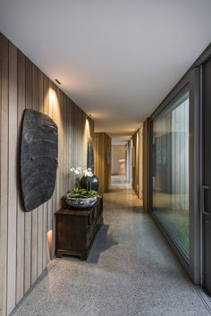 Image 5 of 39 from gallery of Christchurch House / Case Ornsby Design Pty Ltd. Photograph by Stephen Goodenough Cedar Cladding, House Cladding, Cedar Homes, Street House, Good House, Contemporary Home Decor, Stone Houses, House And Home Magazine, Concrete Floors