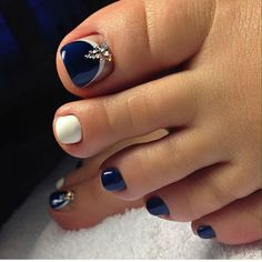 New Pedicure Designs Diy Pretty Toes Ideas Pretty Toe Nails, Cute Toe Nails, Pretty Toes, Toe Nail Art, Gorgeous Nails, Pedicure Designs, Manicure E Pedicure, Fall Nail Art Designs, Toe Nail Designs