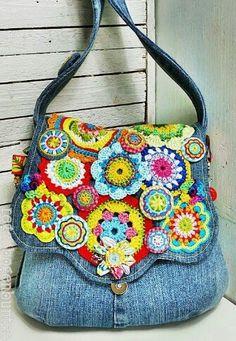 Free Crochet Bag Patterns Part 21 - Beautiful Crochet Patterns and Knitting Patterns Freeform Crochet, Bead Crochet, Free Crochet, Crochet Handbags, Crochet Purses, Crochet Bags, Crochet Flowers, Denim Handbags, Denim Crafts