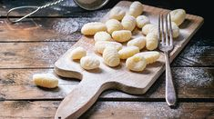Questo articolo vi indica come fare gli Gnocchi di Patate e vi spiega quali accorgimenti utilizzare per fare in modo che risultino delicati e mai duri...