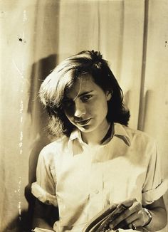 Young Patricia Highsmith (19 janvier 1921, Fort Worth, Texas, États-Unis - 4 février 1995, Locarno, Suisse) (again.... not Mercedes de Acosta)