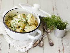 Kesäpotut eli hyrskypotut Swedish Recipes, Pesto, Potato Salad, Side Dishes, Potatoes, Snacks, Chicken, Cooking, Ethnic Recipes