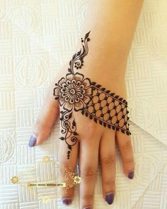 32 Stunning Back Hand Henna Designs to Captivate Mehndi Lovers Henna Hand Designs, Mehndi Designs Finger, Mehndi Designs For Beginners, Mehndi Designs For Girls, Mehndi Design Photos, Unique Mehndi Designs, Mehndi Designs For Fingers, Beautiful Henna Designs, Latest Mehndi Designs