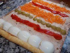 Facil arrollado de atún - VIX Pionono Recipe, Tortas Sandwich, Tapas, Salty Foods, Latin Food, Vintage Recipes, High Tea, Seafood Recipes, Food Porn